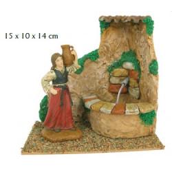 Mujer con jarra y fuente 10cm
